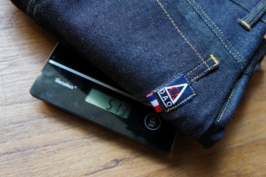 Le poids d'un jeans brut basique